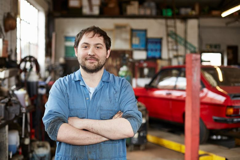 Mechanic in garage work injury
